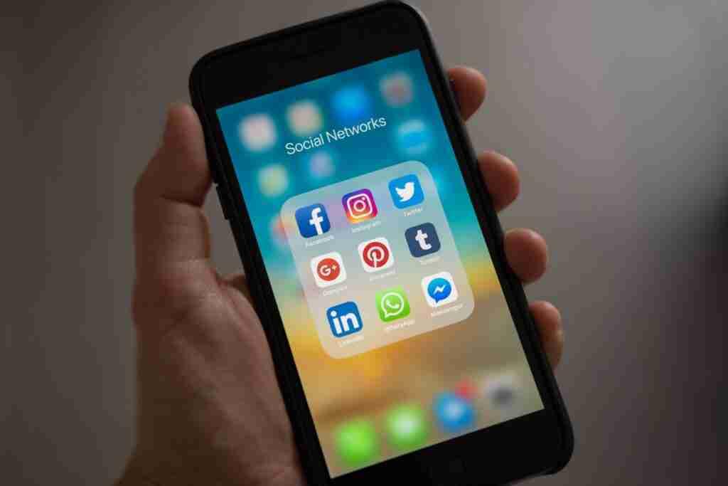 Een smartphone met Pinterest